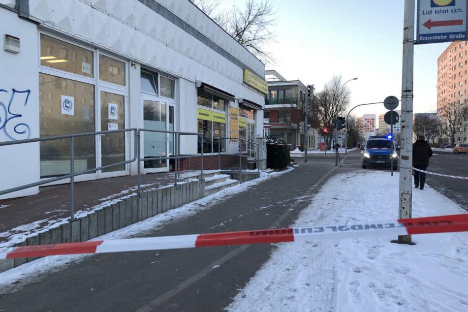 Bei einem Polizeieinsatz in Neubrandenburg ist ein Einbrecher angeschossen worden und an den Verletzungen später gestorben.