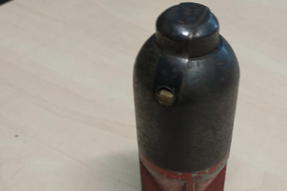 Der verstorbene Ehemann der Frau hatte die Granate als Andenken während des Zweiten Weltkriegs aus Russland mitgebracht.