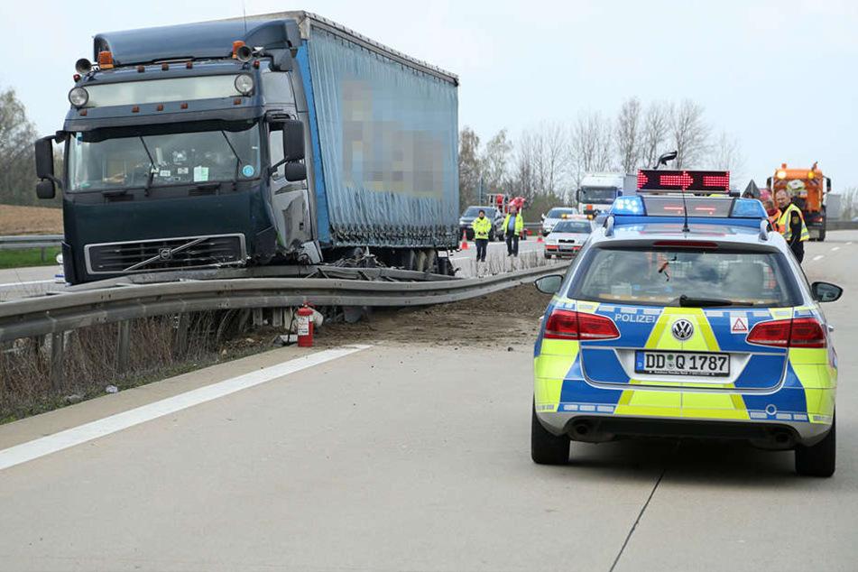 Auf der A14 platze einem Lkw am Mittwochmittag ein Reifen.