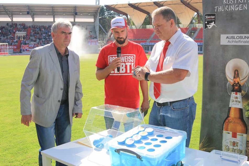 In der Halbzeit wurden die Partien für die nächste Runde im Thüringen-Pokal ausgelost.