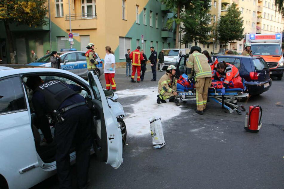 Unfall vor Kinderparadies: Raser brettert in Tempo-30-Zone in VW