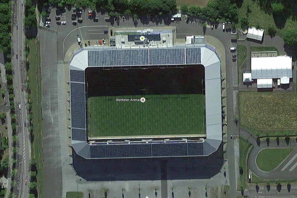 Die Benteler Arena fasst insgesamt 15.000 Menschen. Zur Begrüßung der Erstsemester waren rund 1500 anwesend.