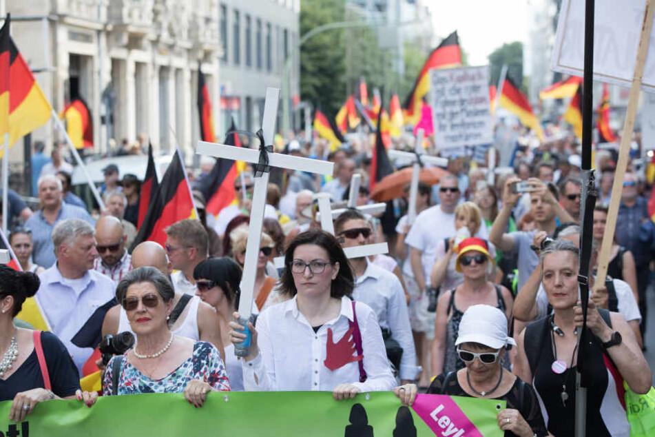 """Beim rechten """"Frauenmarsch"""" in Berlin kam es im Februar zu einer Blockade."""