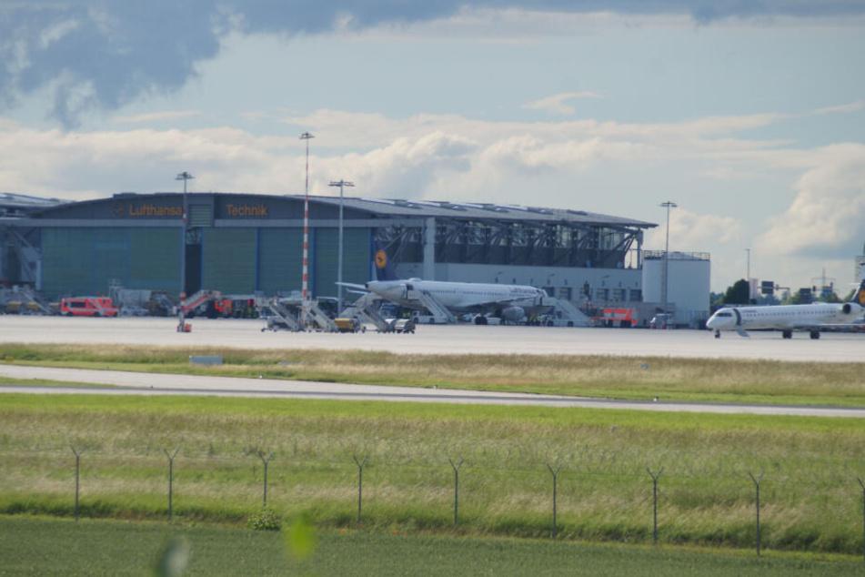 Ein Flugzeug musste wegen eines ungewöhnlichen Geruchs in Stuttgart landen.