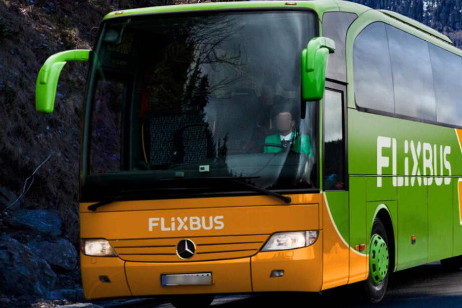 Der Mann wurde bei einer Fernbus-Kontrolle erwischt. (Symbolbild)