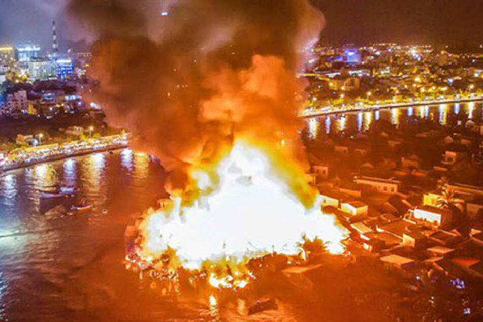 Brand zerstört Dutzende Häuser in Touristenstadt