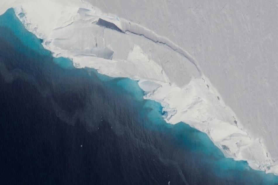 Der Thwaites-Gletscher, undatierte Aufnahme, die aus der Luft gemacht wurde. In Rekordgeschwindigkeit wächst unter dem Gletscher in der Antarktis ein riesiger Hohlraum.