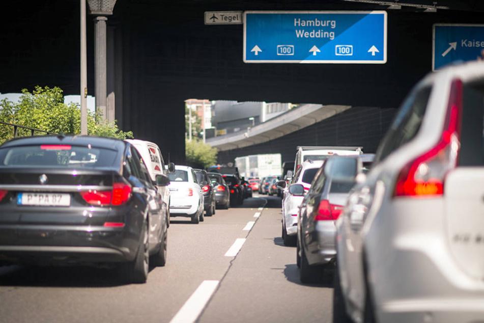 Mitten im Berufsverkehr kam es am Mittwoch wegen des Unfalls zum Stau.