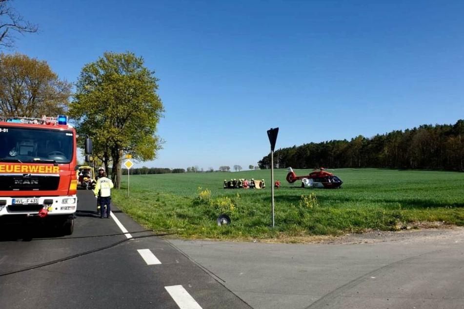 Bei einem heftigen Unfall in Brandenburg wurden offenbar zwei Personen schwer verletzt.