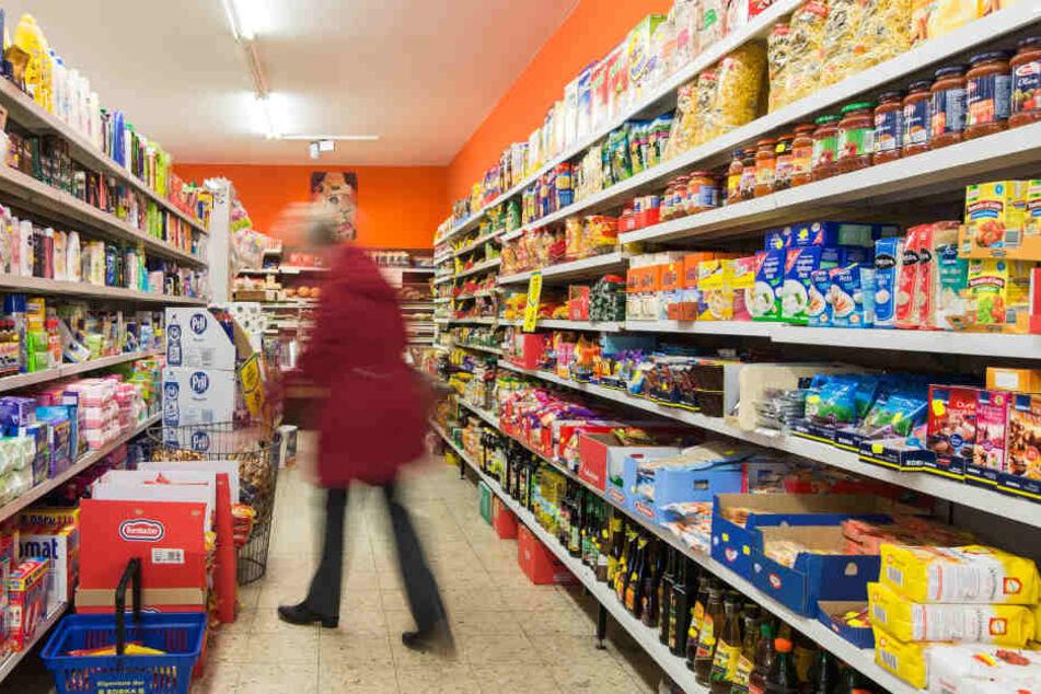 Im Supermarkt zahlen die Verbraucher bei einigen Produkten oftmals für mehr Schein als Sein.