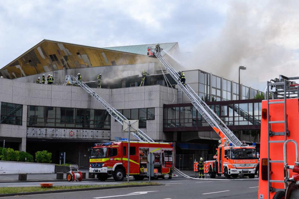 Die Ermittlungen sind nach dem Brand der Rheingoldhalle noch immer nicht abgeschlossen.