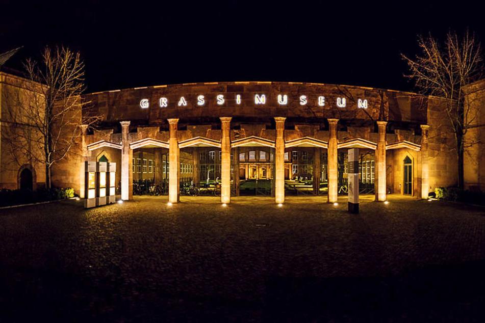 Das Grassi Museum für Völkerkunde sammelt in einem lebendigen Archiv Fotos  und Geschichten von Menschen und ihrer Körperkunst.