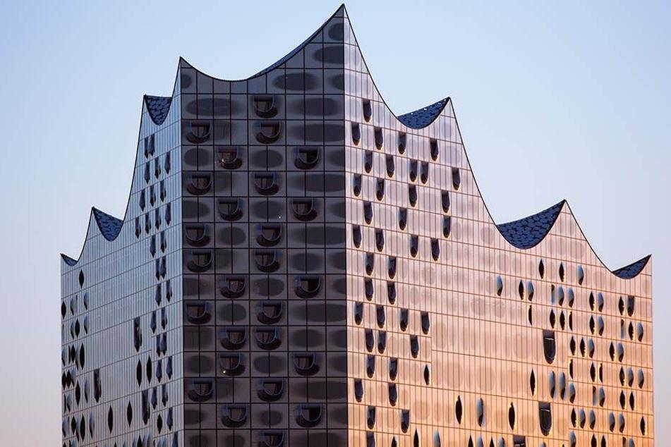 Die gewölbten Fassaden-Elemente an der Elbphilharmonie wurden von Chemnitzer  Kunststoff-Experten gefertigt.