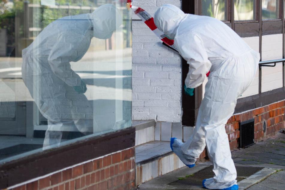 Die Polizei hat in Wittingen zwei weibliche Leichen in einer Wohnung gefunden.