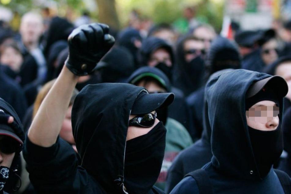 Linke Vermummte haben in Nienburg (Niedersachsen) einen Diskussionsabend mit einem AfD-Politiker gestürmt (Symbolbild).