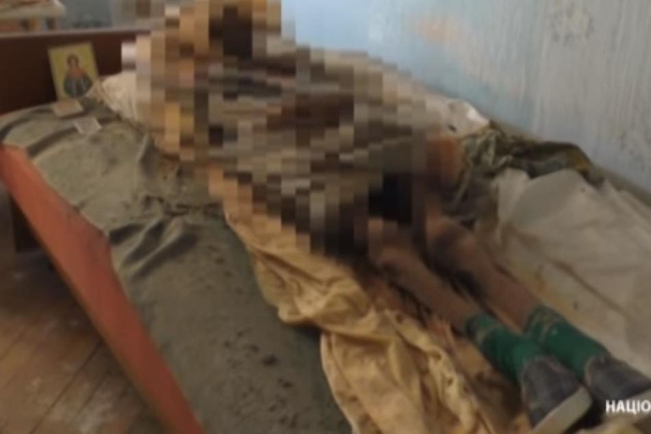 Die Polizei fand die mumifizierte Leiche in der Wohnung.