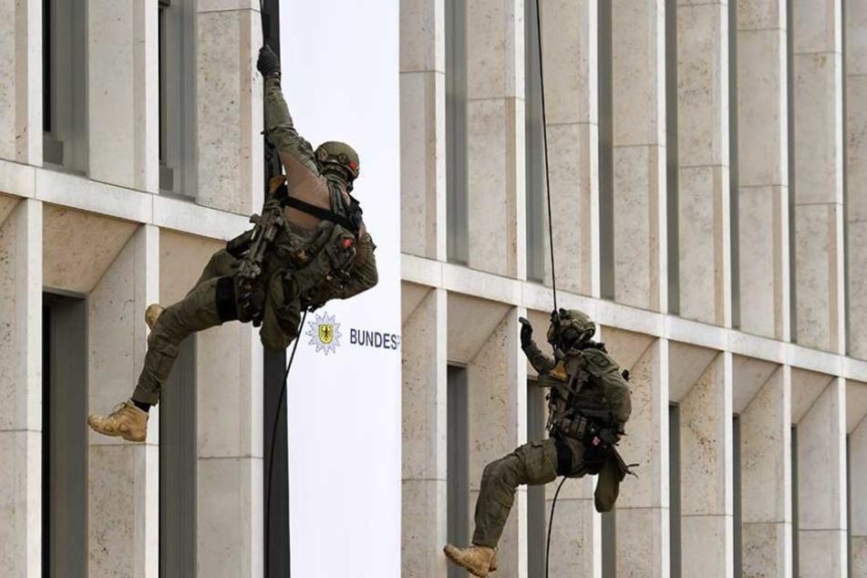 Elitepolizisten der GSG9 seilen sich vom Innenministerium ab.