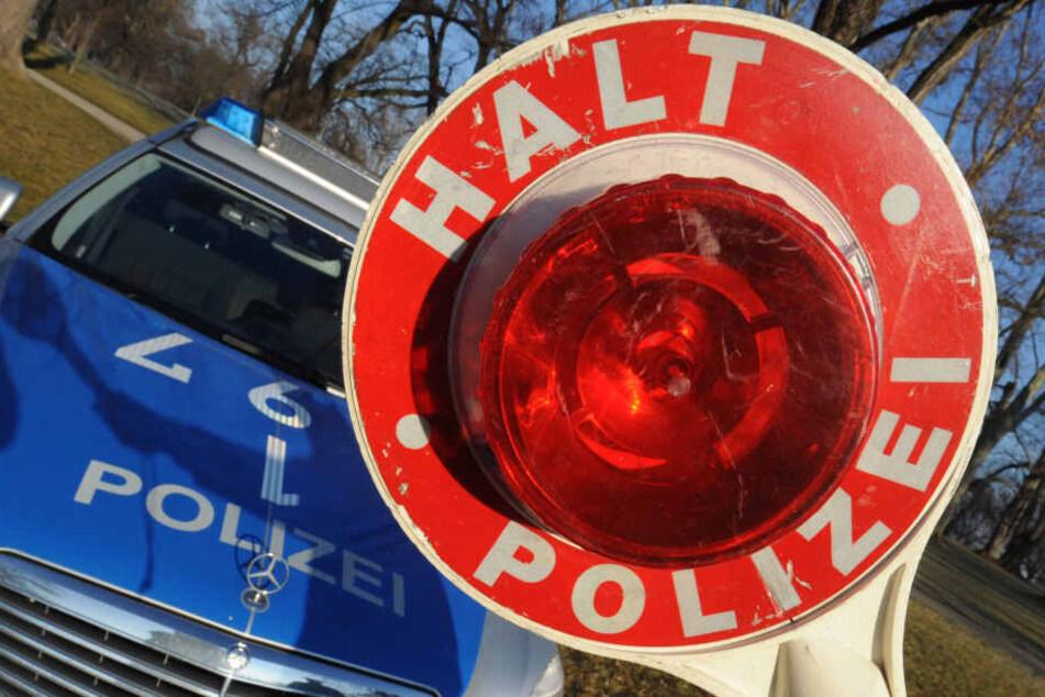 ein Polizist wurde bei einer Verkehrskontrolle in Mildenau verletzt. (Symbolbild)