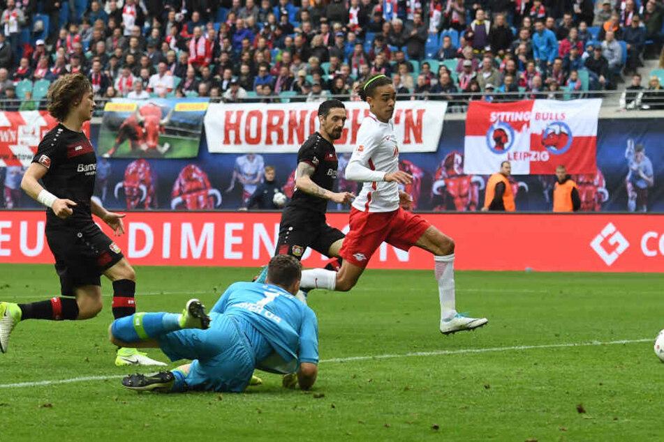 Yussuf Poulsen (r.) erzielte letzte Saison das 1:0 gegen die Werkself in der 93. Minute.