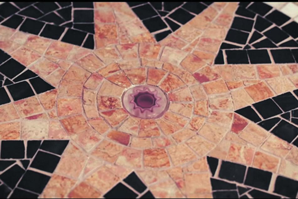 Der schöne Mosaikboden in der Villa Weigang war der ausschlaggebende Punkt, warum der Videodreh dort stattfand. Der Nachbau wird nun versteigert.