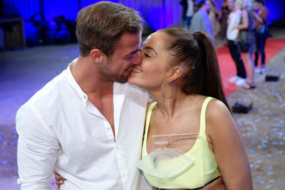 """Da waren sie noch glücklich: Janine Pink und Tobi Wegener beim Finale von """"Promi Big Brother"""" im August."""