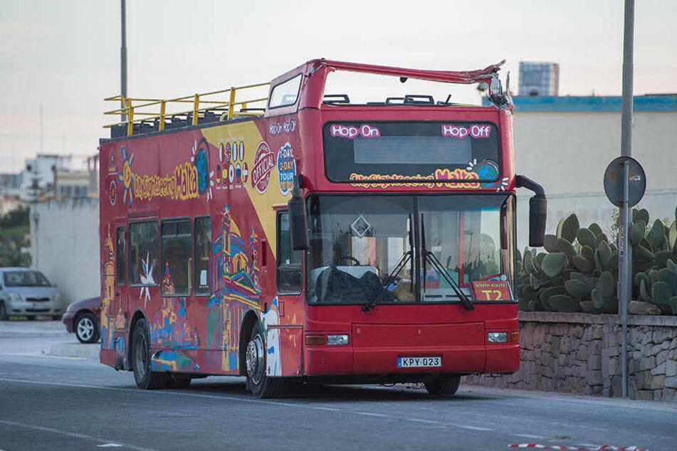 Bei dem Unfall des Cabrio-Doppeldeckerbus sind zwei Touristen ums Leben gekommen.