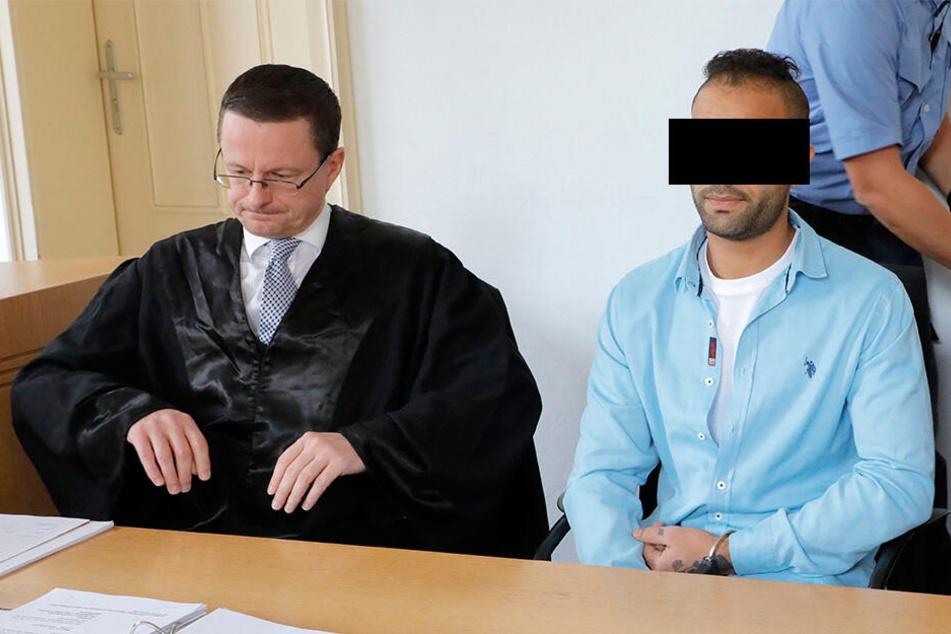 Zwang ER seine Affäre mit dem Cuttermesser zum Sex?