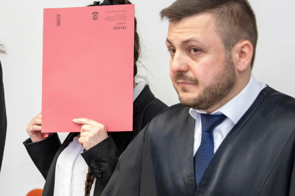In München muss sich eine 28 Jahre alte Frau vor Gericht verantworten.