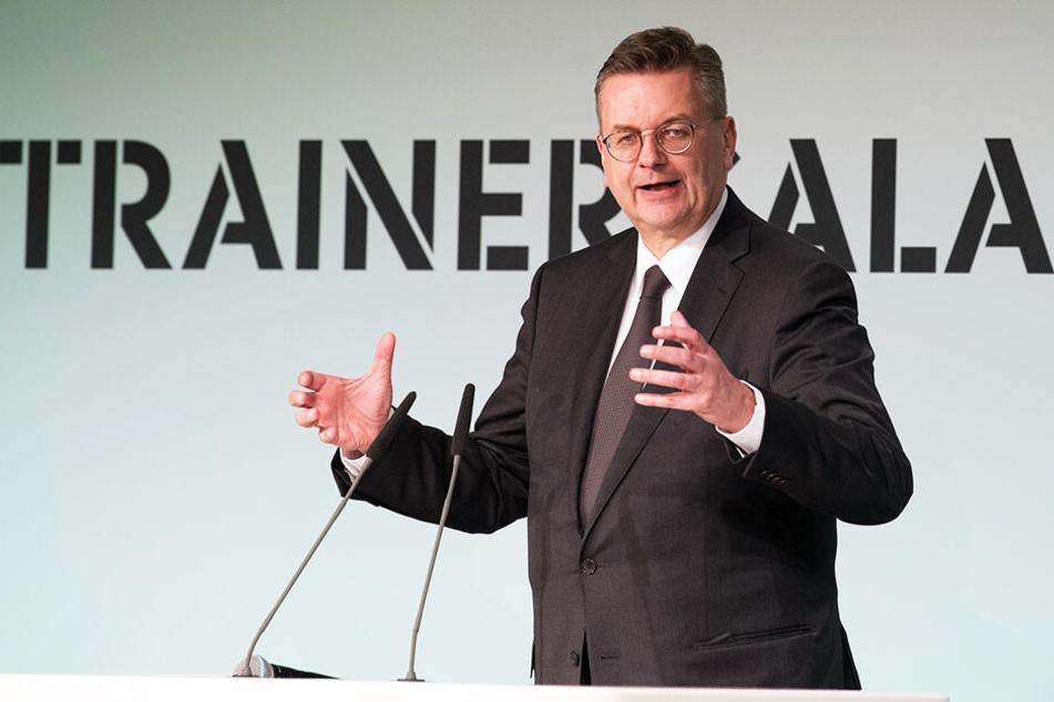 DFB-Präsident sieht sich zum wiederholten Mal innerhalb kurzer Zeit öffentlicher Kritik ausgesetzt.