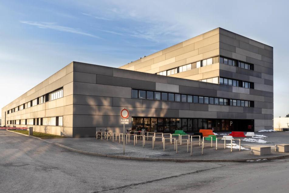 Hier wird für die Zukunft geforscht: das Institut für Physik an der TU Chemnitz.