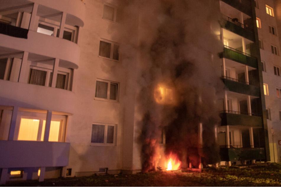Hochhaus steht in Flammen: Zehn Menschen gerettet!