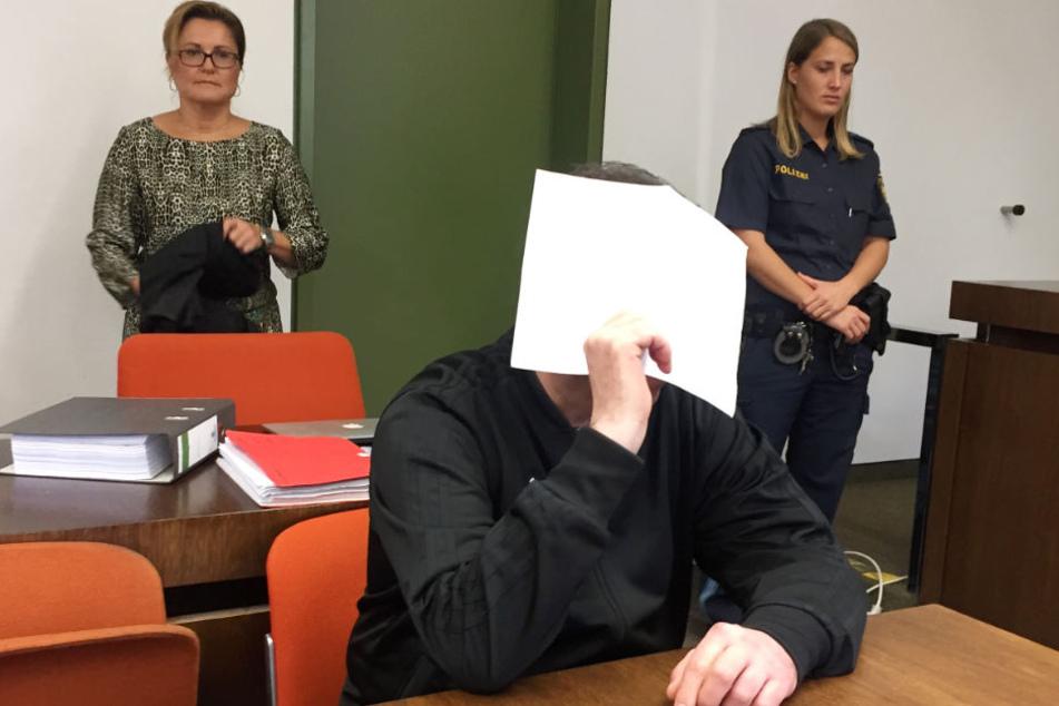Mann ersticht Ehefrau auf offener Straße und bekommt Höchststrafe