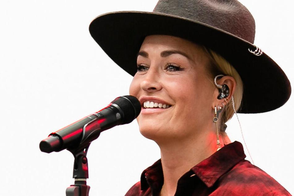 """Sarah Conner (39) spielte fünf Songs in Kiel und besuchte all jene Orte, an denen sie damals gesessen und gebetet hatte, """"dass die Operation gut verläuft""""."""