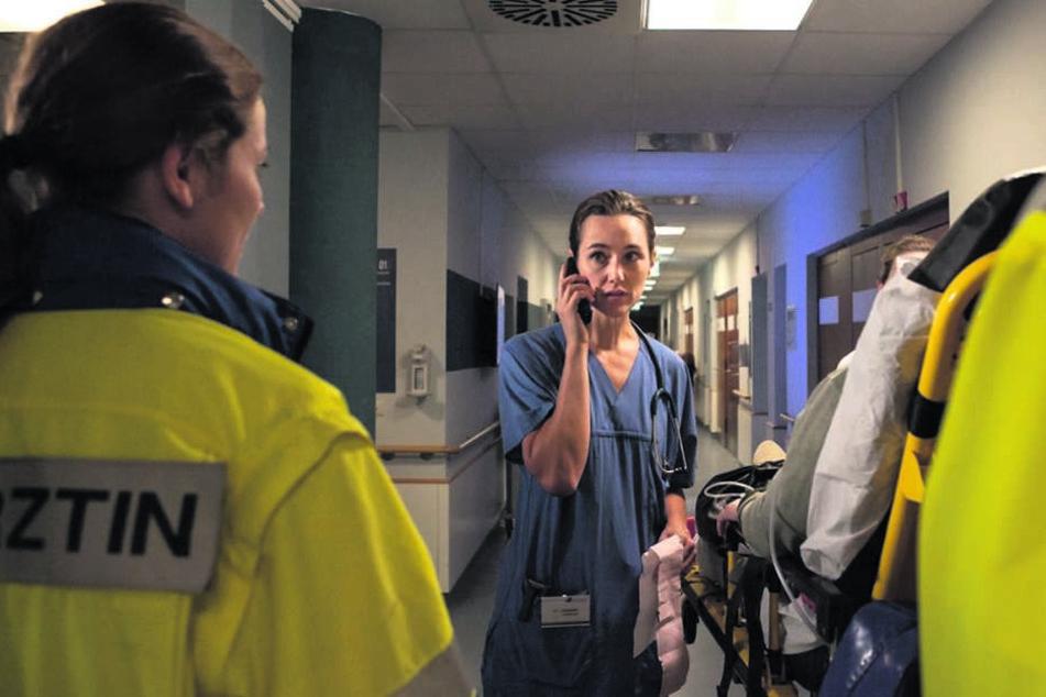 """Als """"Die Notärztin"""" kann Alissa Jung überzeugen - schließlich ist ihr die Medizin nicht fremd."""