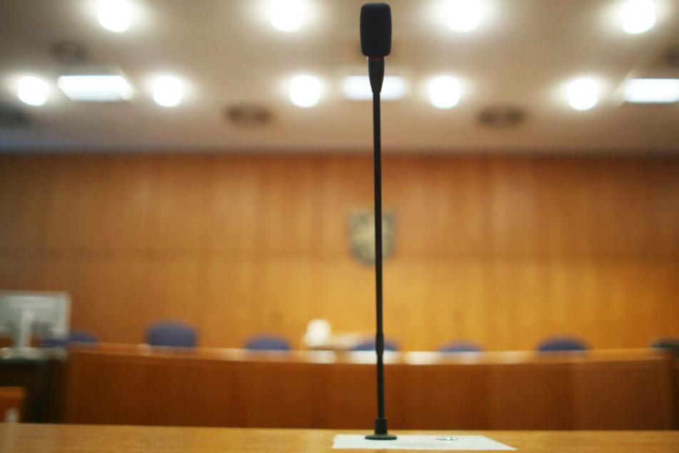 Am ersten Prozess-Tag gestand der Angeklagte die Tat vor dem Landgericht Frankfurt (Archivbild)