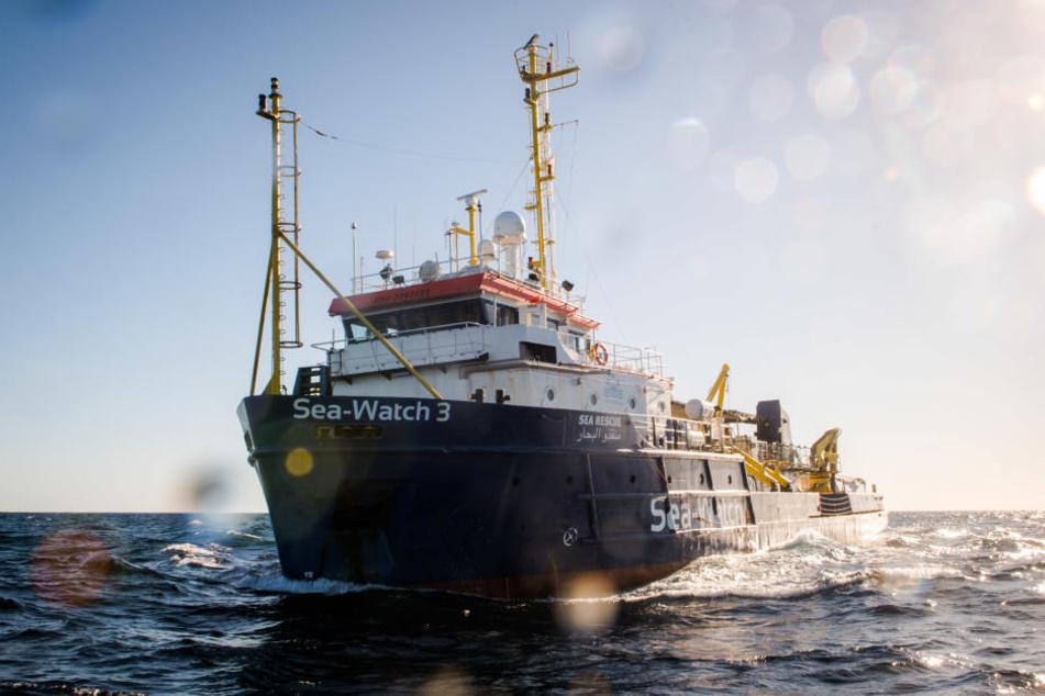 """Die """"Sea-Watch 3"""" vor der Küste Libyens. (Archivbild)"""