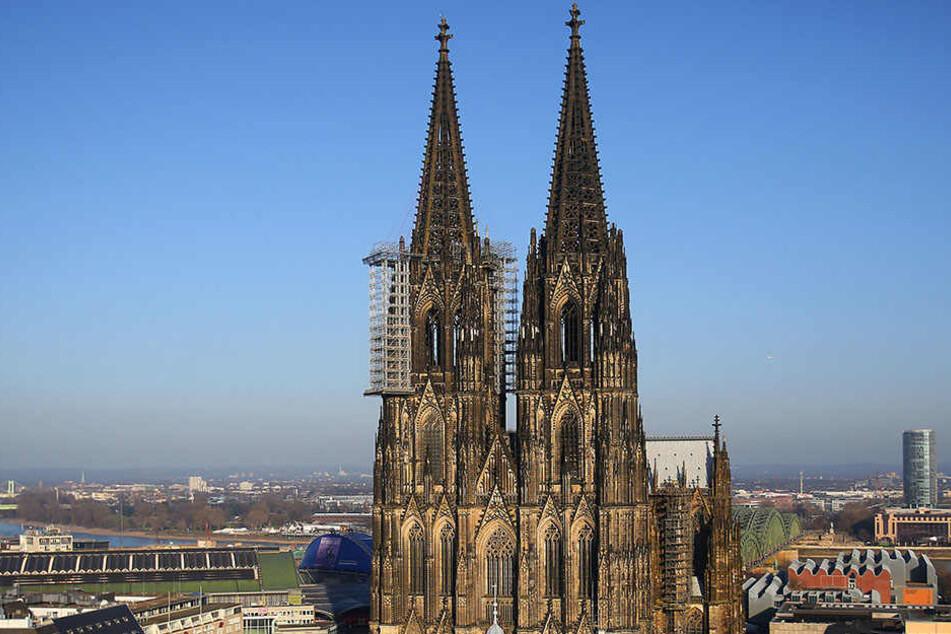 Die Polizei nahm drei Kletterer fest, die am Kölner Dom auf Beutezug gingen.