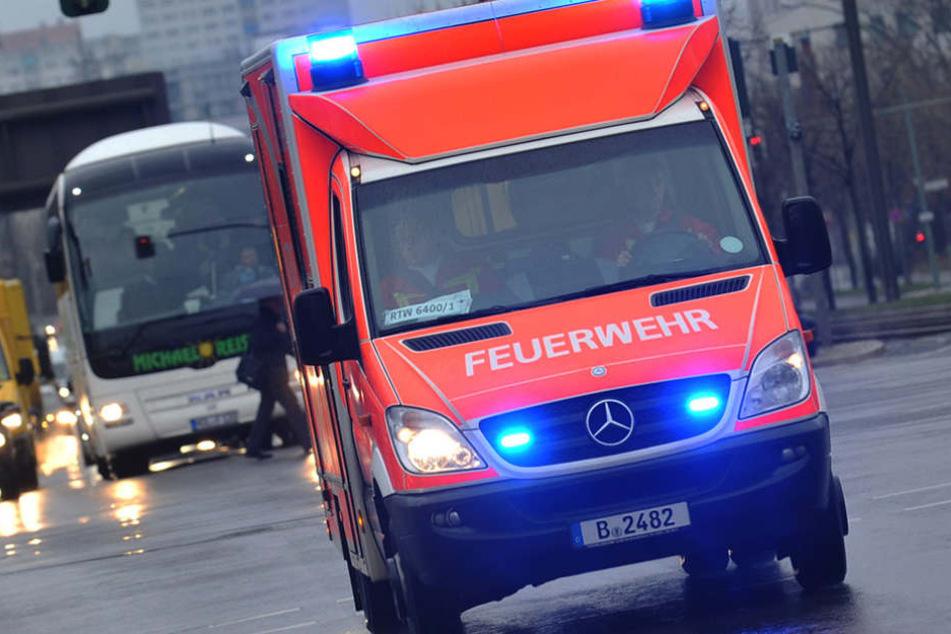 Die Rentnerin wurde mit schweren Rumpfverletzungen ins Krankenhaus gebracht. (Symbolbild)