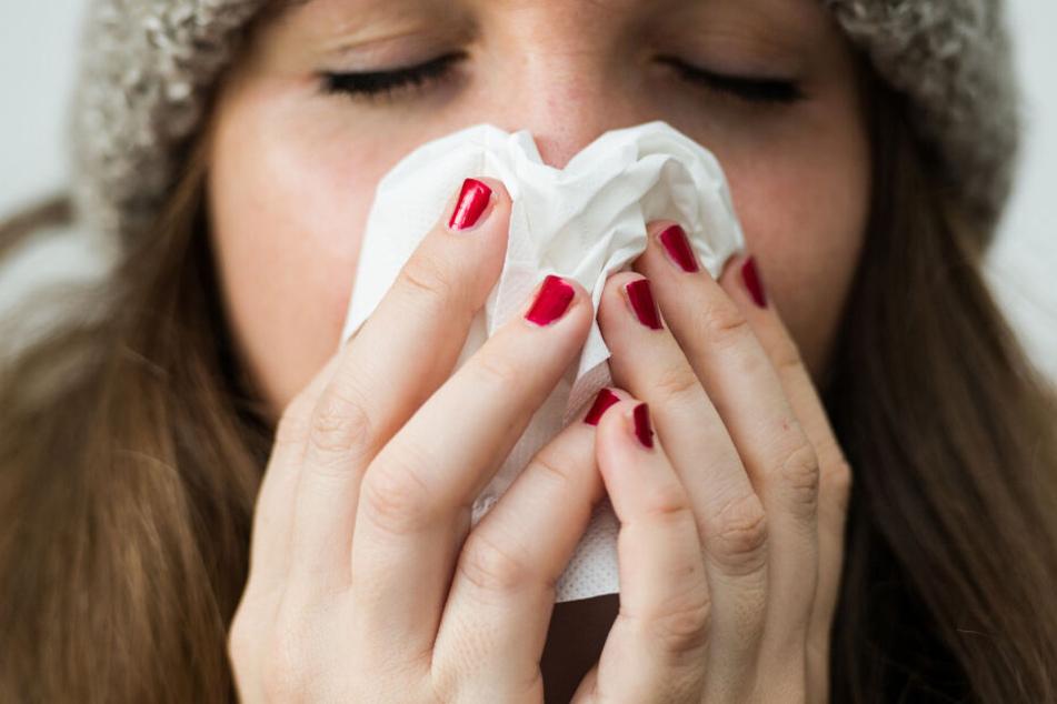 Fieber, Husten, Schnupfen: Viele Münchner hat die Grippewelle schon erwischt. (Symbolbild)