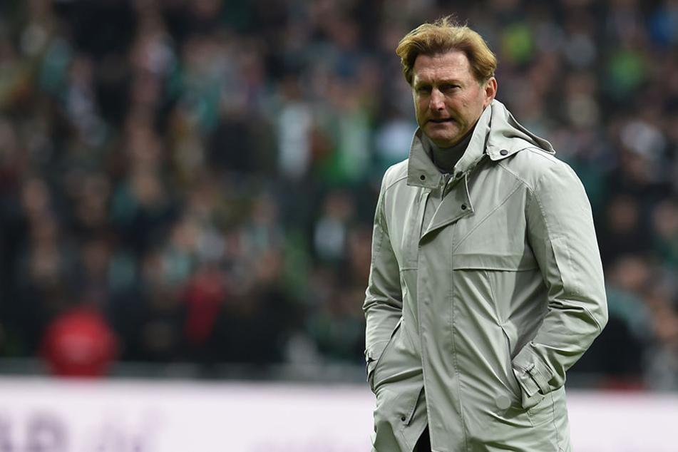 RB-Coach Ralph Hasenhüttl (50) steht das Spiel im Mittelpunkt.