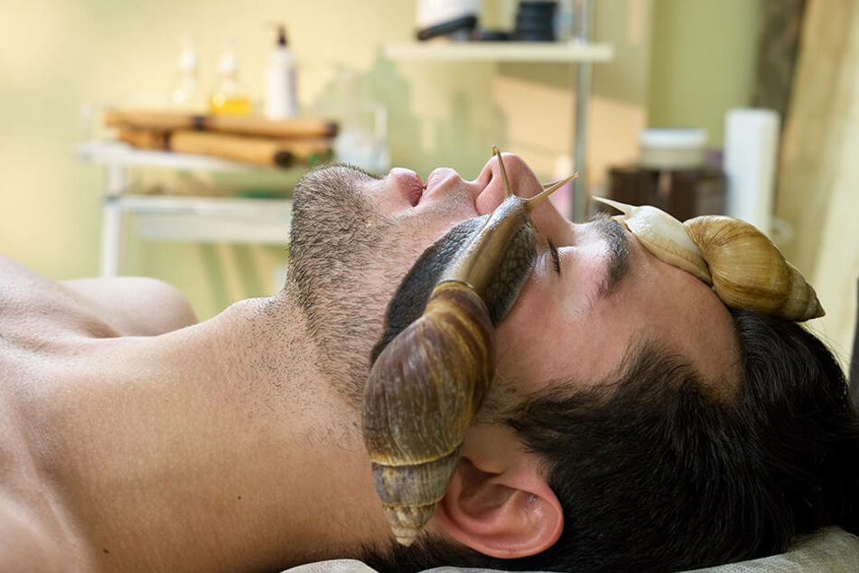 Auch raue Männerhaut profitiert von dem schleimigen Feuchtigkeitsbooster.