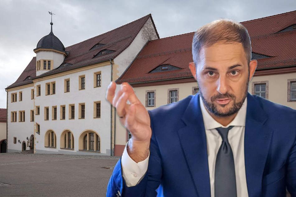 Rathaus zu klein: Jetzt wird von der Stadthalle aus regiert