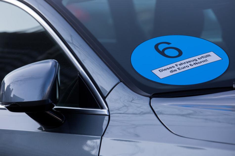 Die NRW-Grünen fordern blaue Plaketten für schadstoffarme Fahrzeuge.
