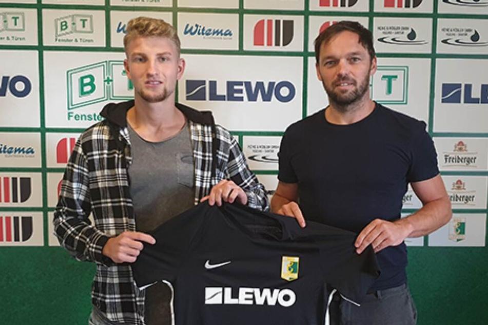 Leo Felgenträger (19) hat einen Einjahresvertrag bei Chemie Leipzig unterschrieben.