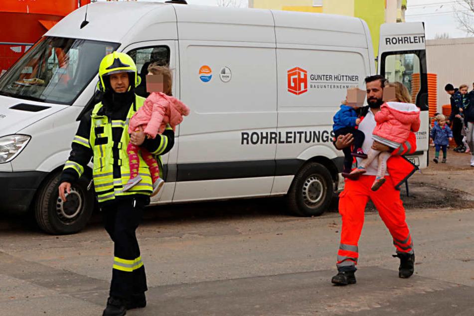 Die Kinder wurden in Sicherheit gebracht.
