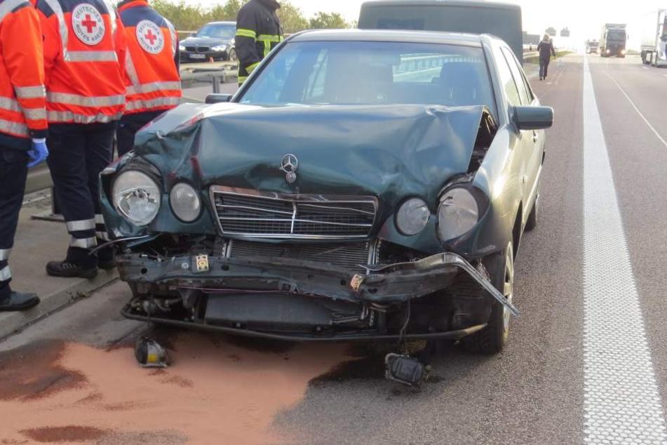 Der Mercedes-Fahrer konnte nach dem Spurwechsel des Opel nicht mehr rechtzeitig bremsen. Er wurde schwer verletzt.