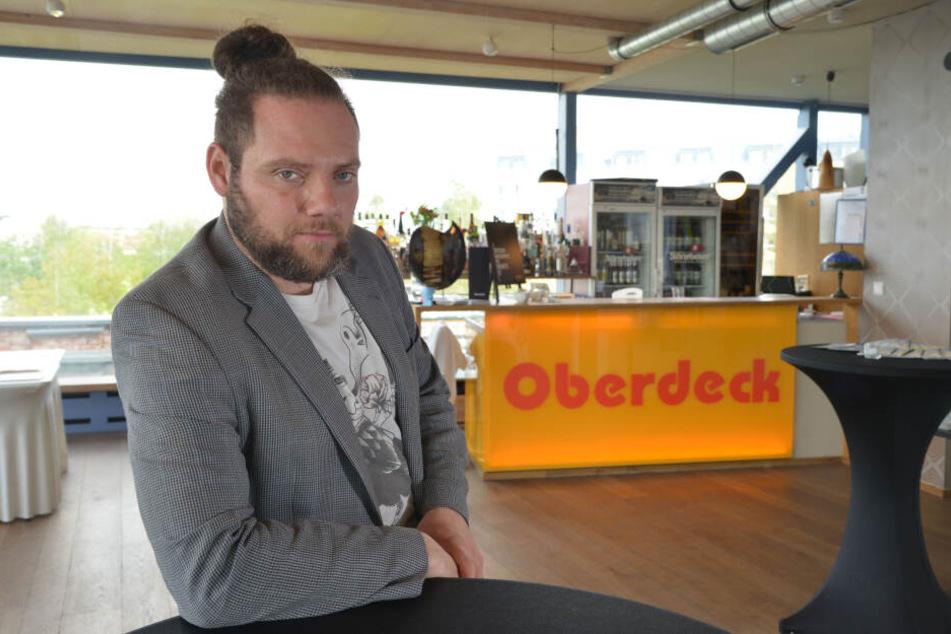 Oberdeck-Chef Chris Dietrich (34) fürchtet durch die Baustelle um Kunden.