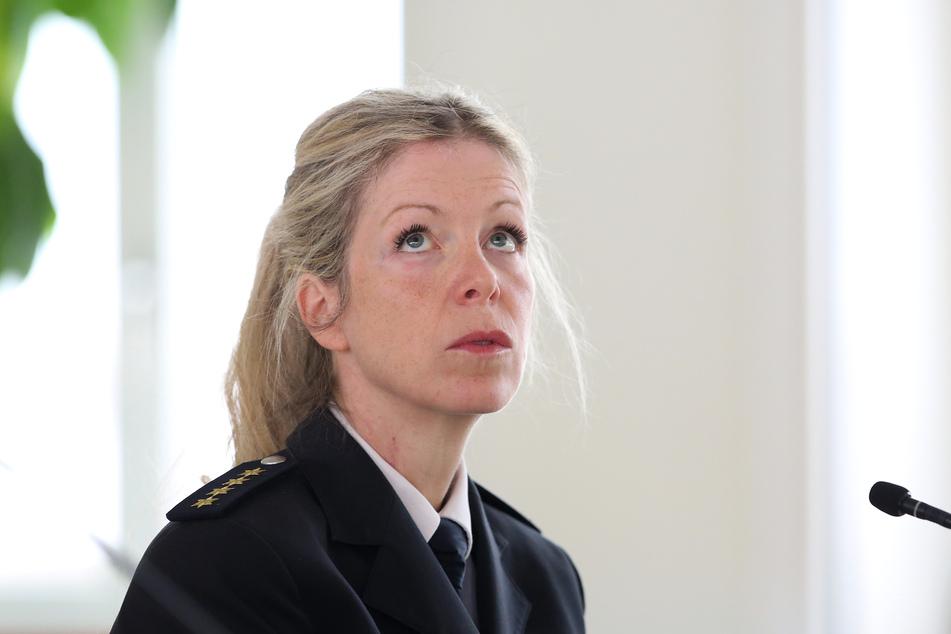 Annett Wernicke, Leitende Polizeidirektorin des Reviers Halle, während ihrer Zeugenaussage.