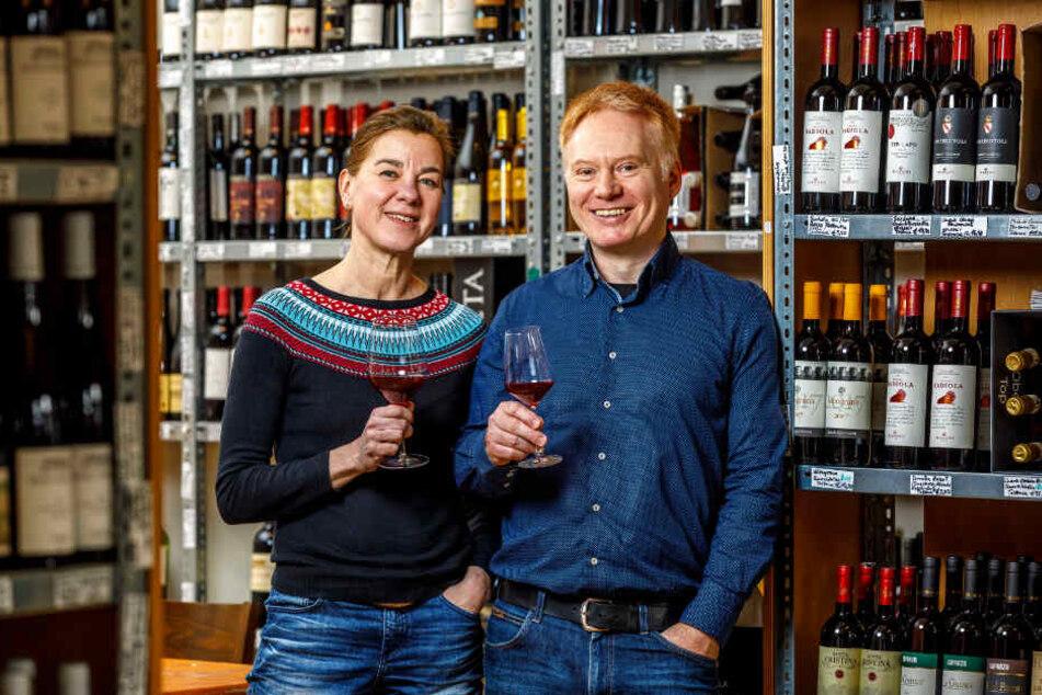 """""""edelrausch"""" ist ihr Geschäft: Alice Karstensen (54) und Dr. Uwe Seifert (52) im Weinladen an der Bautzner Straße."""