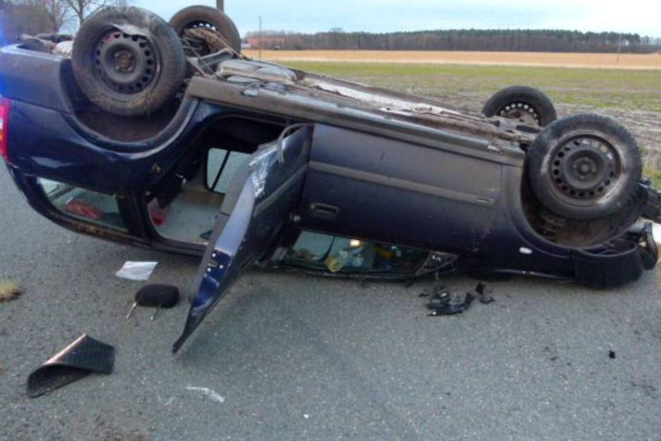 Die 23-jährige Frau erlitt leichte Verletzungen. Sie kam zur Sicherheit ins Krankenhaus.